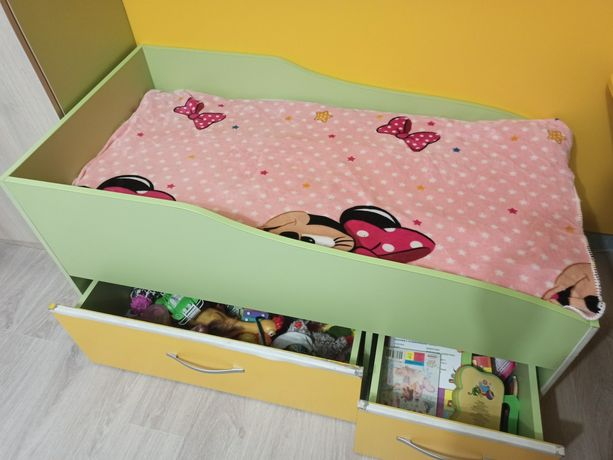 Детская кровать деревянная с ящиками,матрасом