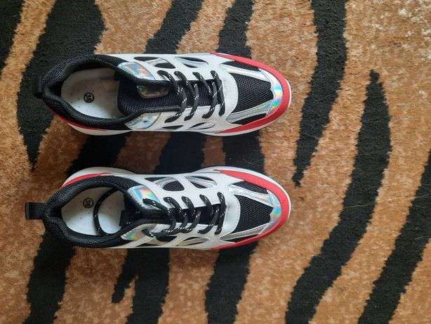 Buty  damskie  sneakersy  białe  czarne czerwone nowe 38