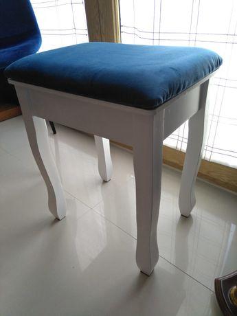 Banco branco estufado azul