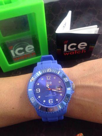 Часы на силиконовой браслете. Iceberg Италия оригинал