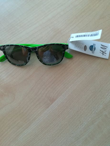Очки солнцезащитные H&M на 4-7 лет