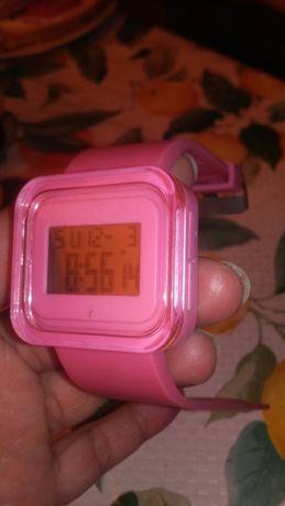 Różowy zegarek silikonowy