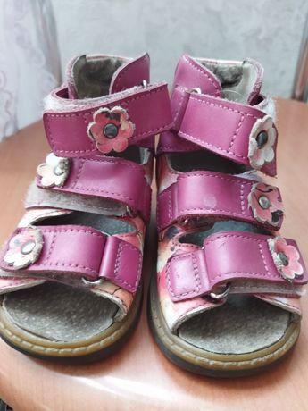 Ортопедичне взуття босоніжки