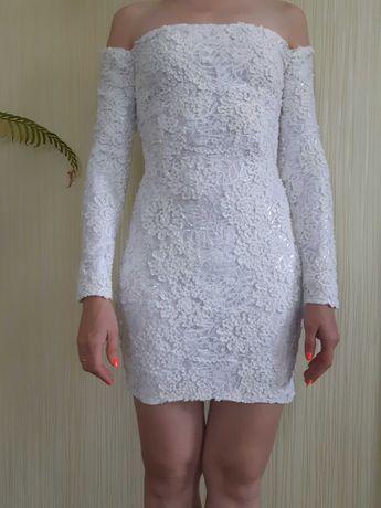 Продаю вечернее белое ажурные платье