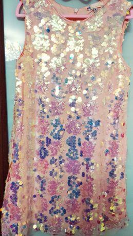 Блестящее красивое платье с пайетками на 5-6 лет