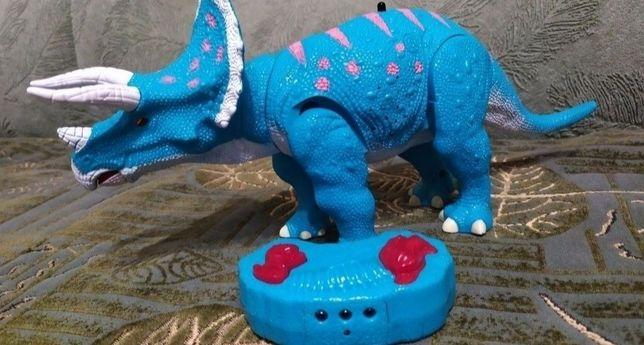 Носорог на пульту