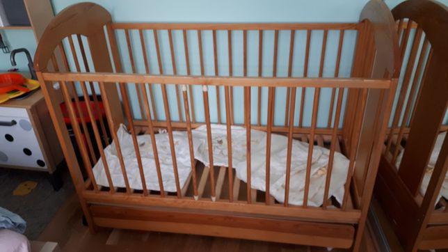 Łóżeczko dziecięce sosnowe zdobione klupis