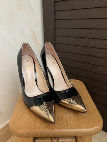 Туфли 36 размер (узенькая ножка)