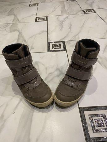 Продам зимние детские ботинкт Geox