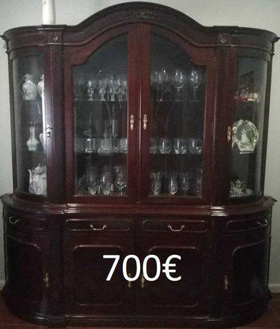 (Baixa de preço) Vendo móvel de sala em mogno