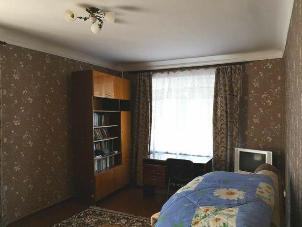 Продам простору 3х кімнатну квартиру в центрі міста Узина