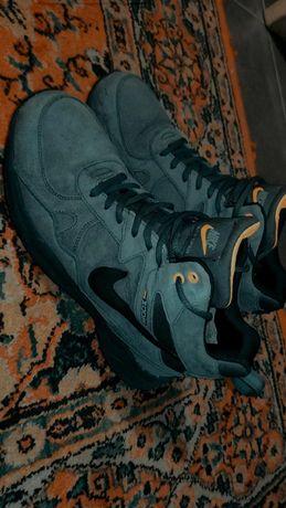 Продам зимние кроссовки Nike Air Span