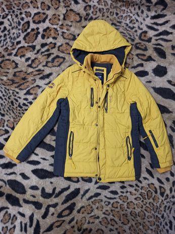 Зимняя курточка на мальчика 134-140