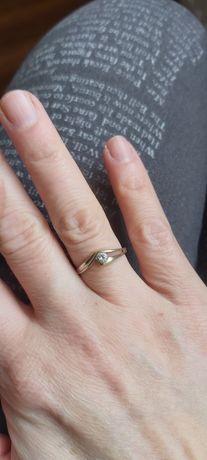 Złoty pierścionek,białe złoto,333