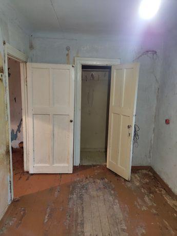 Продам Двухкомнатную Квартиру, 2 этаж, Карла Либнехта, срочно, торг !