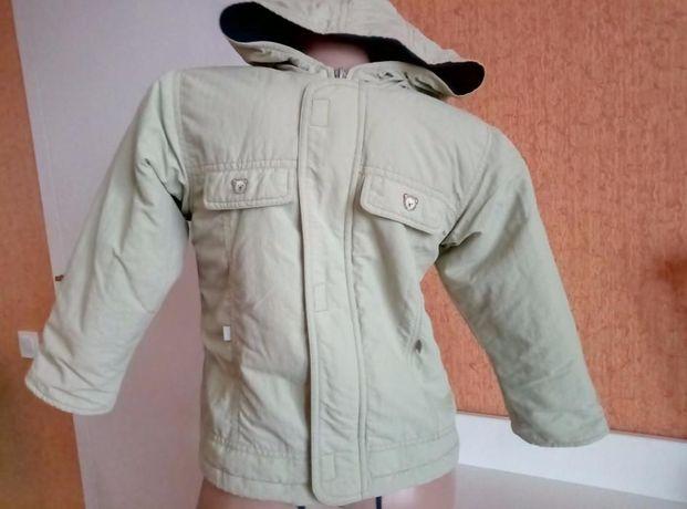 фирменная демисезонная куртка ветровка с капюшоном на молнии travalle