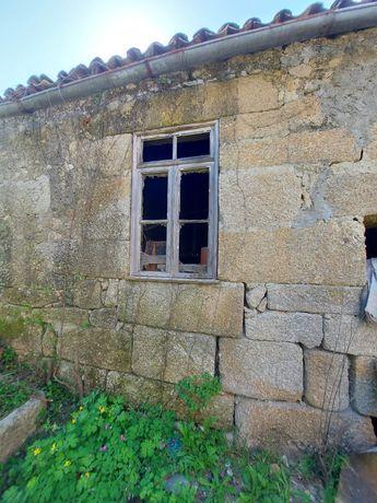 Pedras aparelhada de casa antiga para muros
