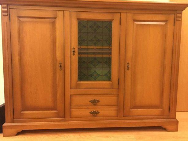 Armário grande, cómoda. Três portas, duas gavetas