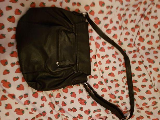 Używana torebka na ramie.