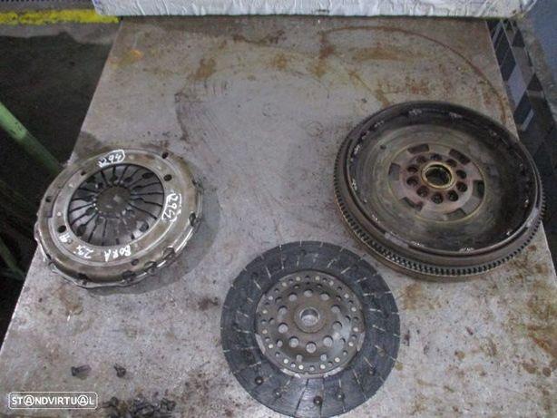 Embraiagem 071141025 VW / BORA / Bimassa Completo / 2.3I / 1999 / LUK / 220MM /
