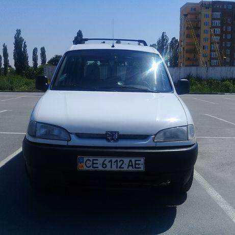Продам машину пежо партнер 2001 року.