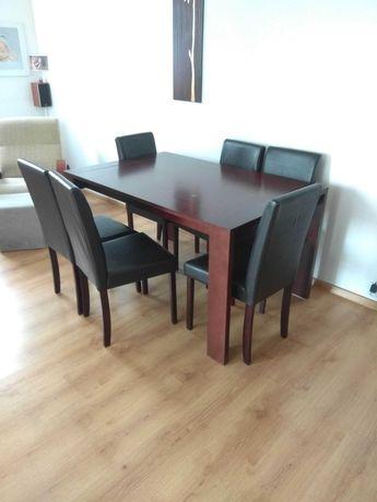 Stół drewniany z krzesłami