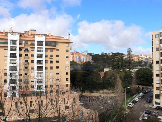 Apartamento T4 (5 Assoalhadas) Em Massamá, Sintra