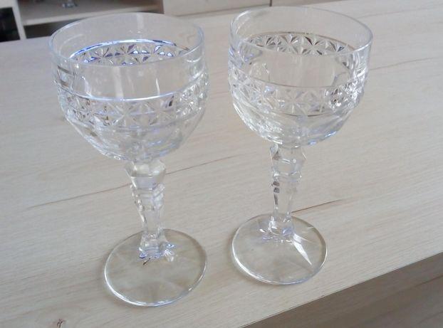 Dwa kryształowe kieliszki