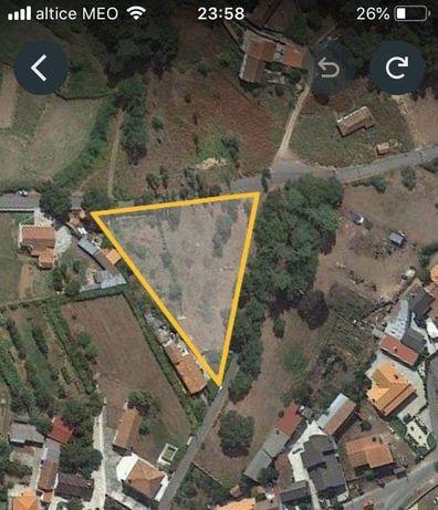 Terreno em zona de construção, com 1800 M2; 2 artigos, em cerdal