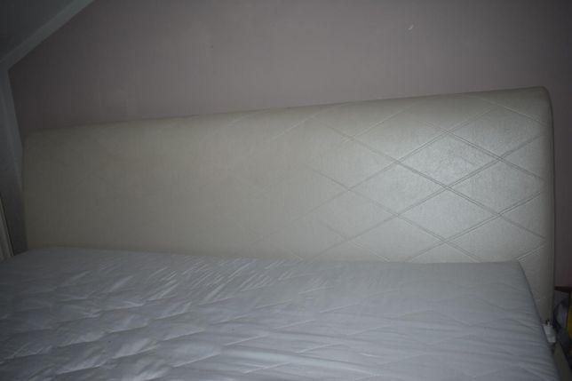 Łóżko tapicerowane z materacem
