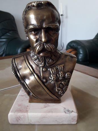 Józef Piłsudski popiersie z mosiądzu patynowanego.