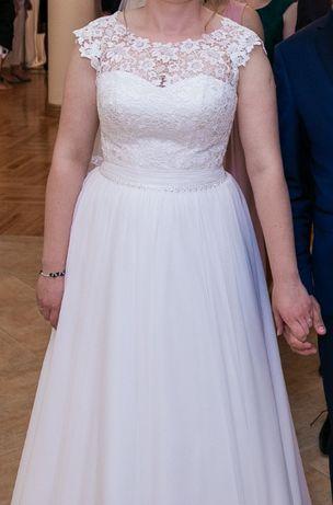 Suknia ślubna - elegancka gipiura i delikatny muślin