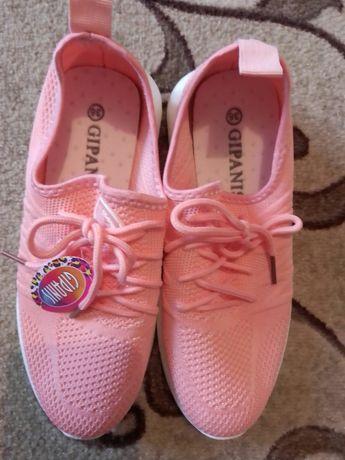 Красивые кроссовки