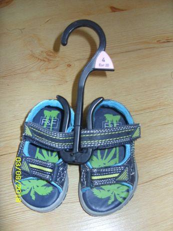 sandały chłopięce, nowe r. 20 długość wkładki 14cm NOWE
