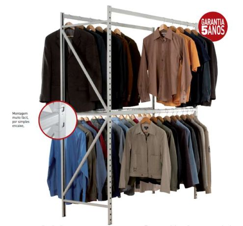 Estante para armazenamento de roupa