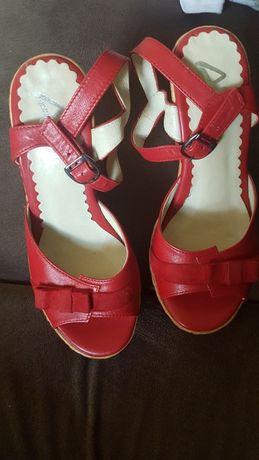 Sandalki na koturnie 36 ze skory
