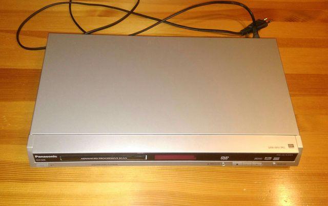 Odtwarzacz DVD Panasonic model S29, z pilotem i instrukcją.