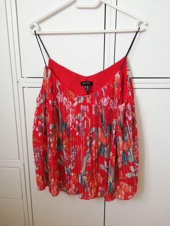 Czerwona plisowana bluzka w kwiaty New Look