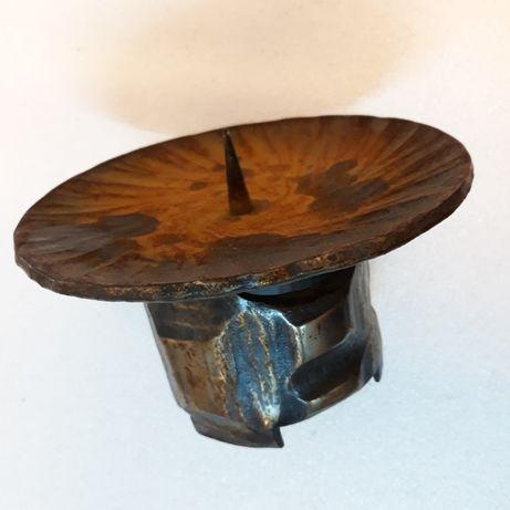 Oryginalny świecznik okrągły kuty