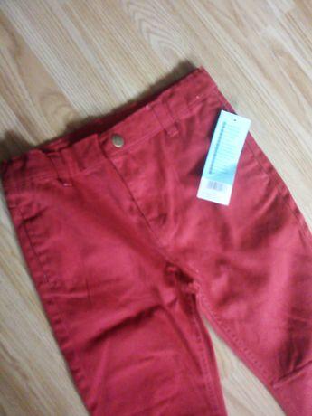 Czerwone wąskie spodnie