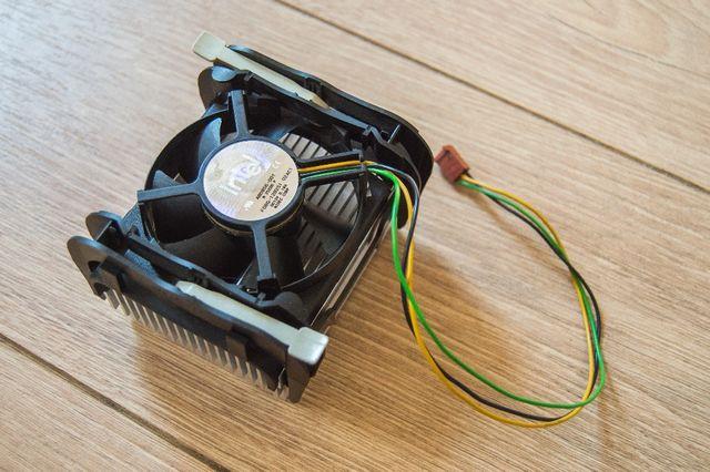 Кулер (система охлаждения: радиатор + вентилятор) Intel s478