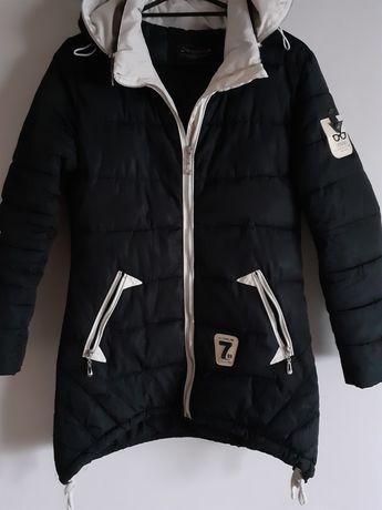 Czarna kurtka zimowa pikowana płaszczyk