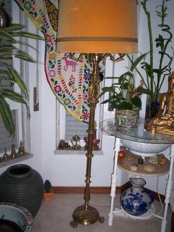Candeeiro de Pé Alto em Bronze com Abajour