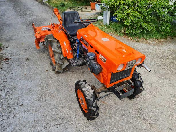 Trator Kubota B7001