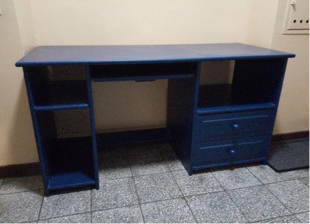 Biurko sosnowe 145x60x76 cm + fotel + dywan