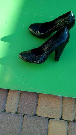 Туфли лодочка очень стильные.