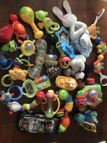 Игрушки для ребенка до года одним лотом
