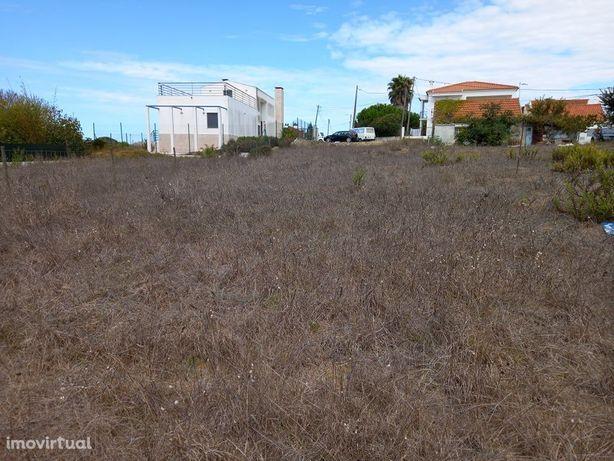 Fantástico Terreno na Serra da Azóia com 600 m2