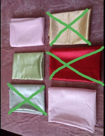 Куски ткани атлас.