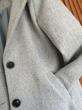 Szary nowy płaszcz